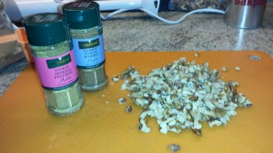 Ingredienser till linfröbröd. Kryddor.