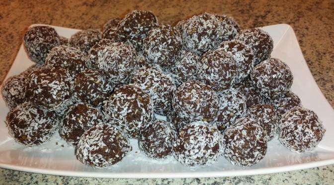 Chokladbollar med dadlar och valnötter